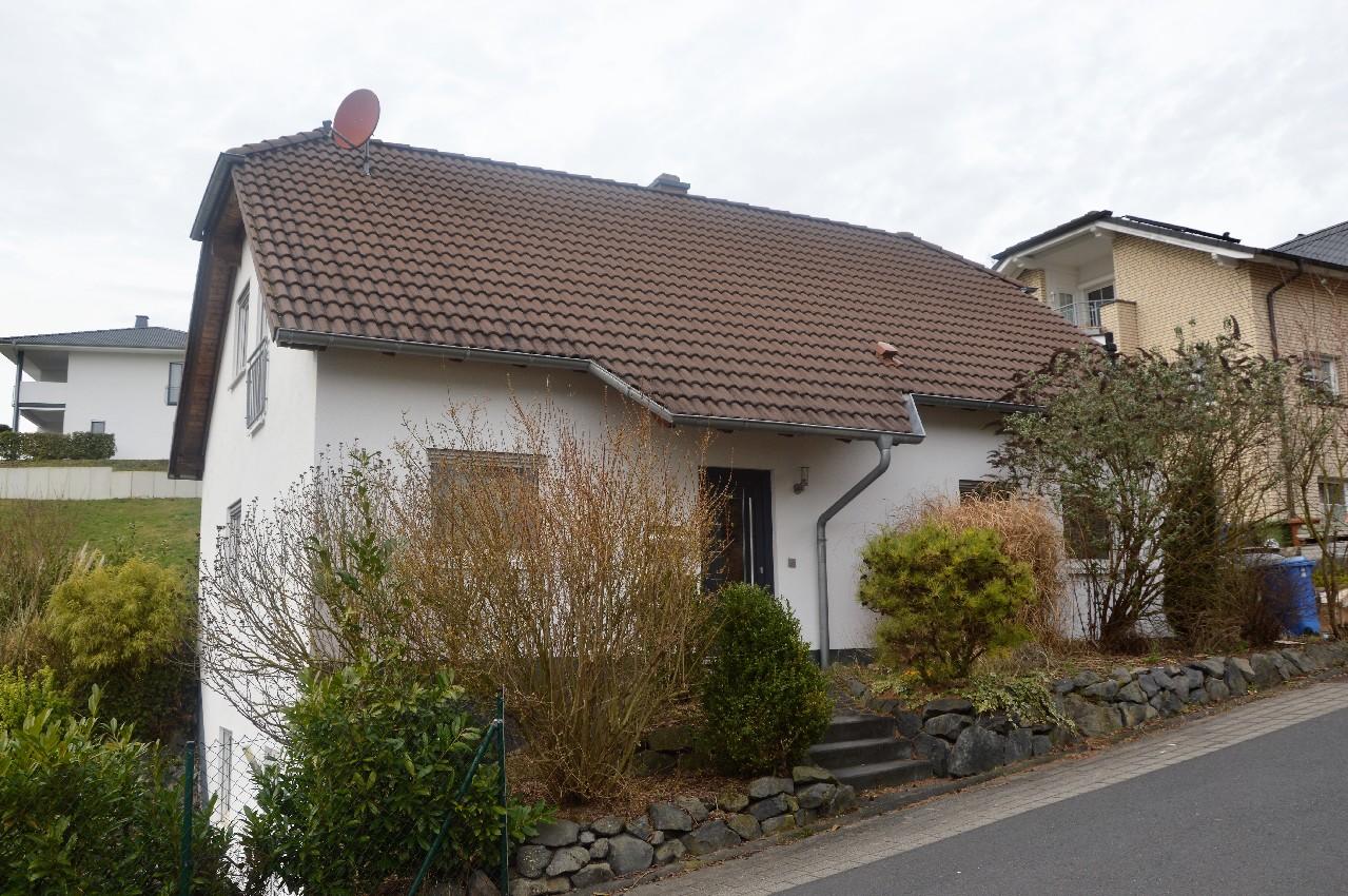 VERMIETET ~ Freistehendes Einfamilienhaus mit tollem Garten in ruhigem Wohngebiet zu vermieten!
