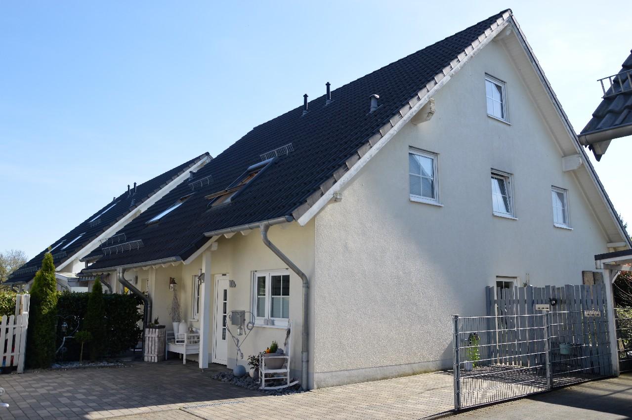 VERKAUFT ~ Gemütliche und helle Doppelhaushälfte in ruhiger Sackgasse sucht Familie!